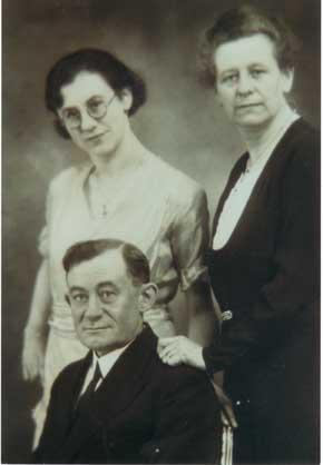 F.Charles, sa fille et son épouse