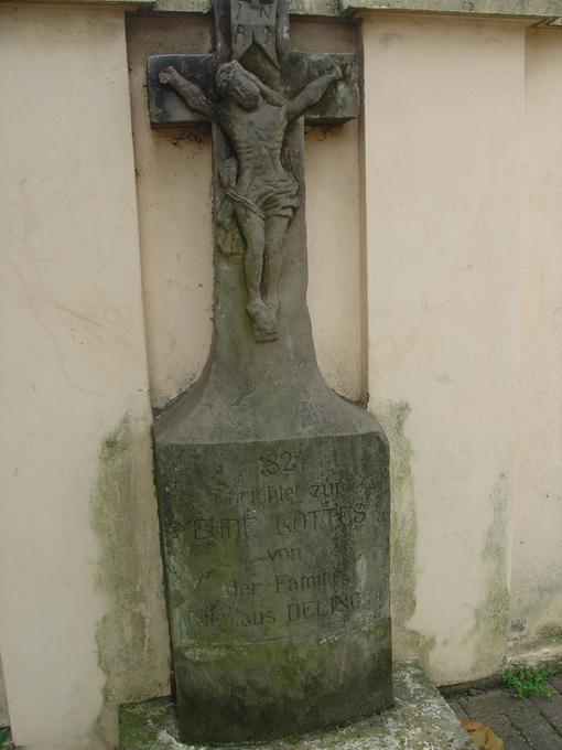 stele Délinot